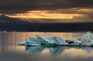 Sunrays on the distant Vatnajökull ice cap.