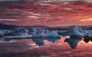 Bright red sunset at Jökulsárlón.